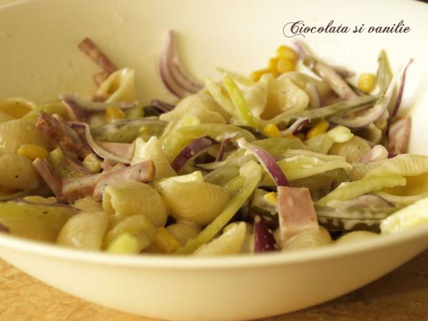 Salata de paste cu porumb si bacon