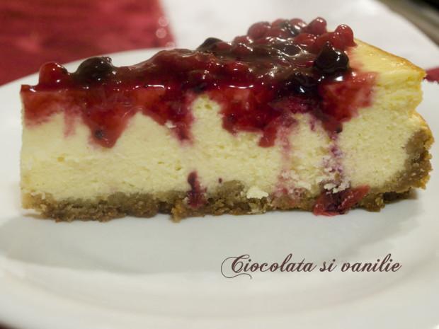 Cheesecake clasic cu fructe de padure