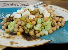 Salata cu naut, porumb copt si castraveti