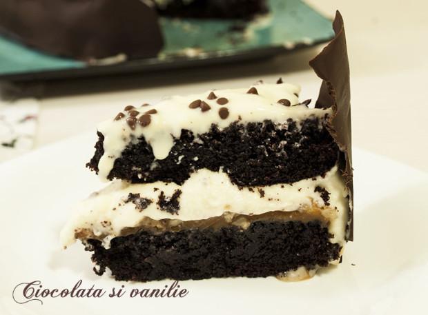 tort cu crema mascarpone si caramel cu nuci