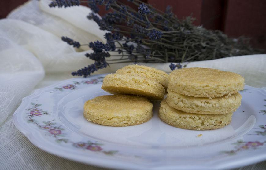 Bucurii simple și biscuiți cu lavandă