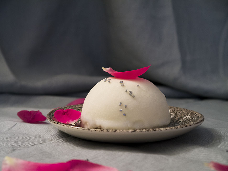 Asia dulce. Prăjitură cu ciocolată albă, rambutan și cocos