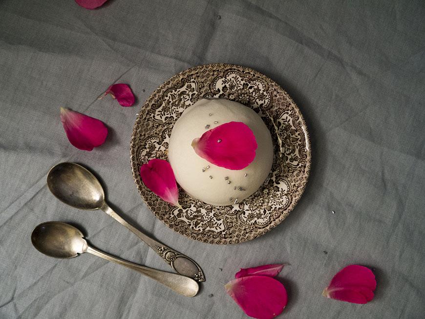 prajitura cu ciocolata alba, rambutan si cocos