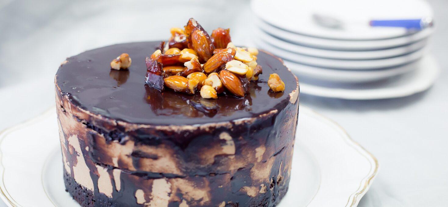 Tort cu bere neagră, ciocolată și spumă de caramel