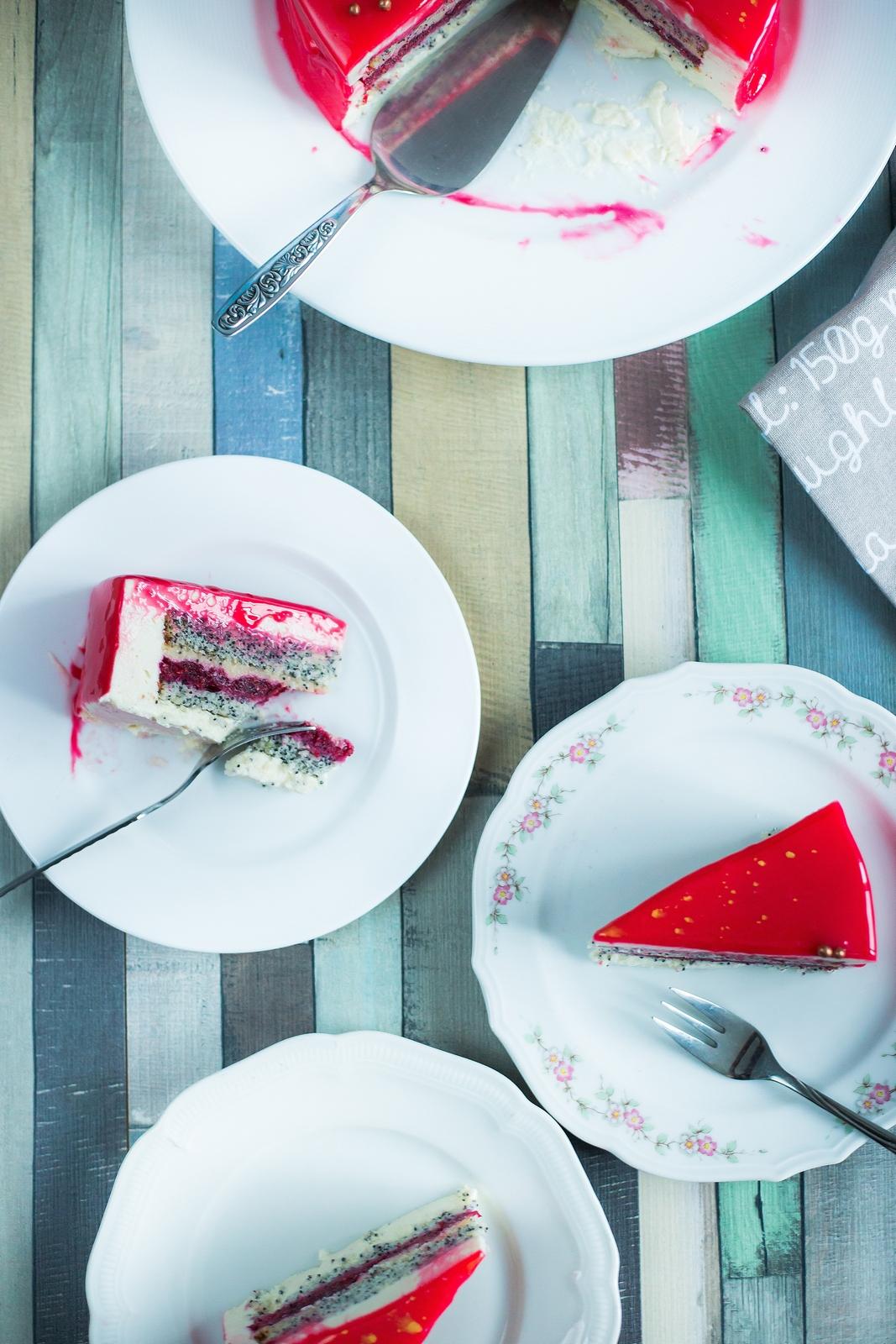 Tort cu mac, lămâie, zmeură și ciocolată albă