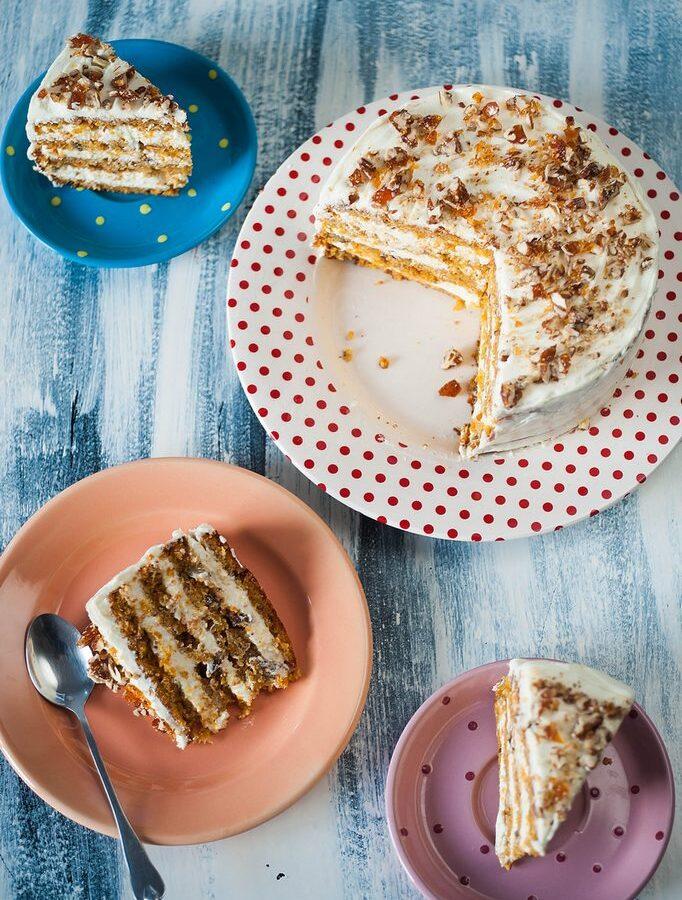 Carrot cake – Tort cu morcovi și cremă de brânză