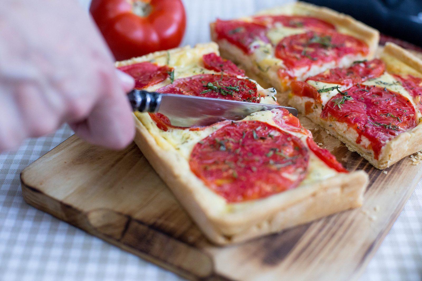 tartă cu brânză de capră și roșii