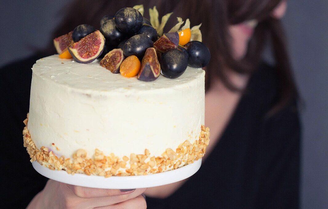 Tort cu arahide, struguri și cremă mascarpone