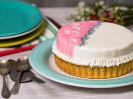 tartă roz cu rodie și mousse de iaurt