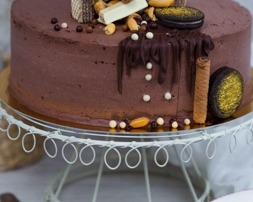 Tort de caramel. Mult caramel (pentru el)