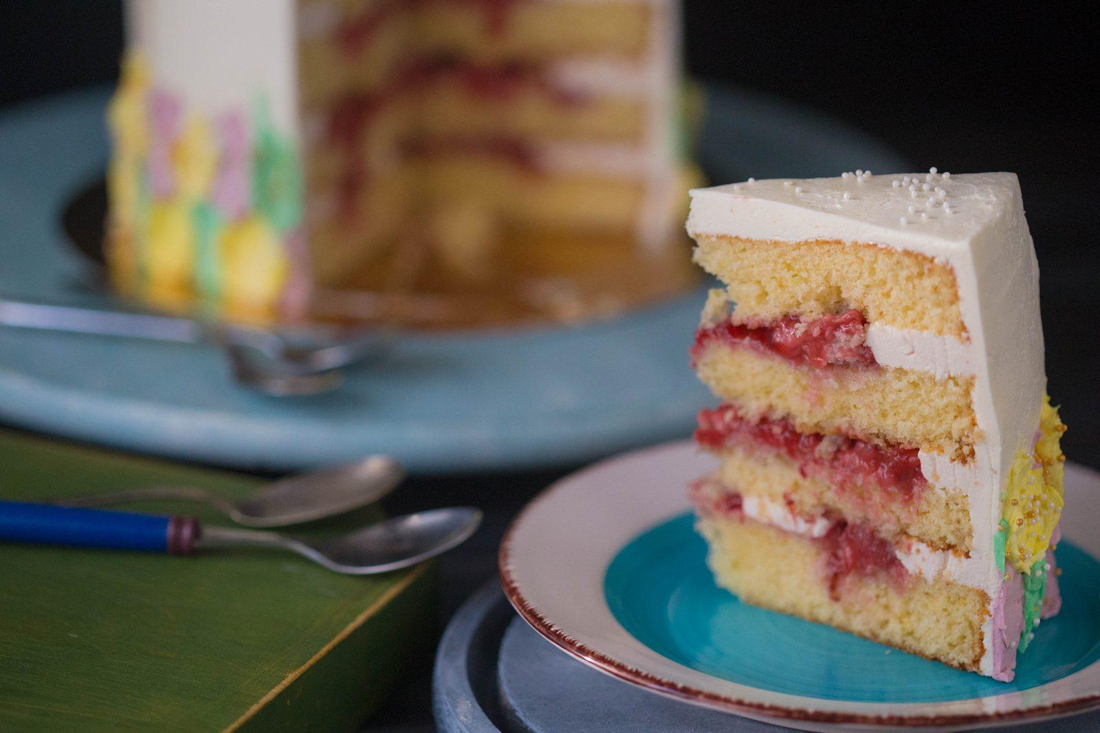 tort cu lămâie căpșuni și cremă de unt