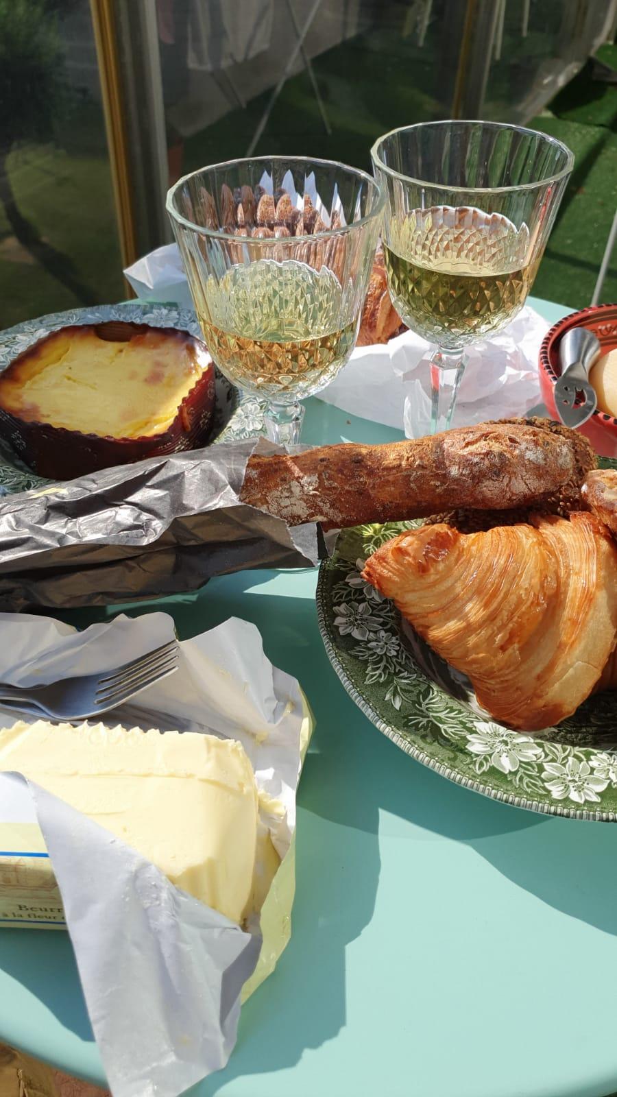 Paris_bagheta_croissant_beurre sale