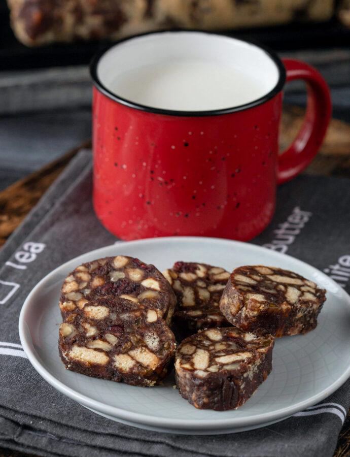 Salam de biscuiți cu merișoare și palincă