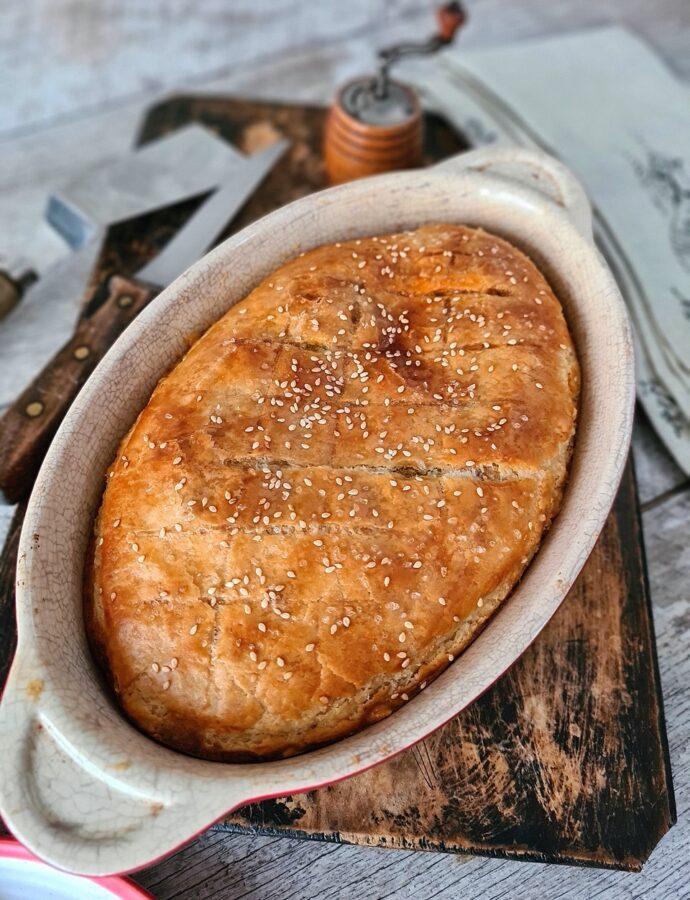 Plăcintă cu carne de berbecuț în aluat fraged