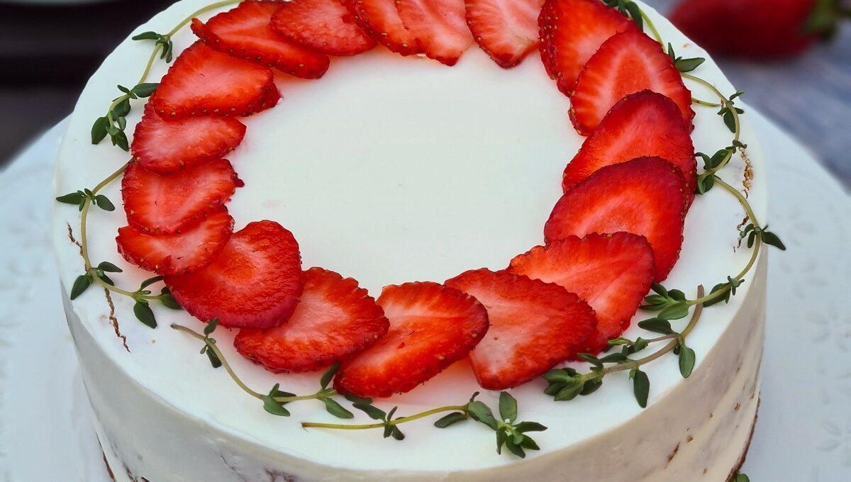 Tort cu căpșuni și cimbru