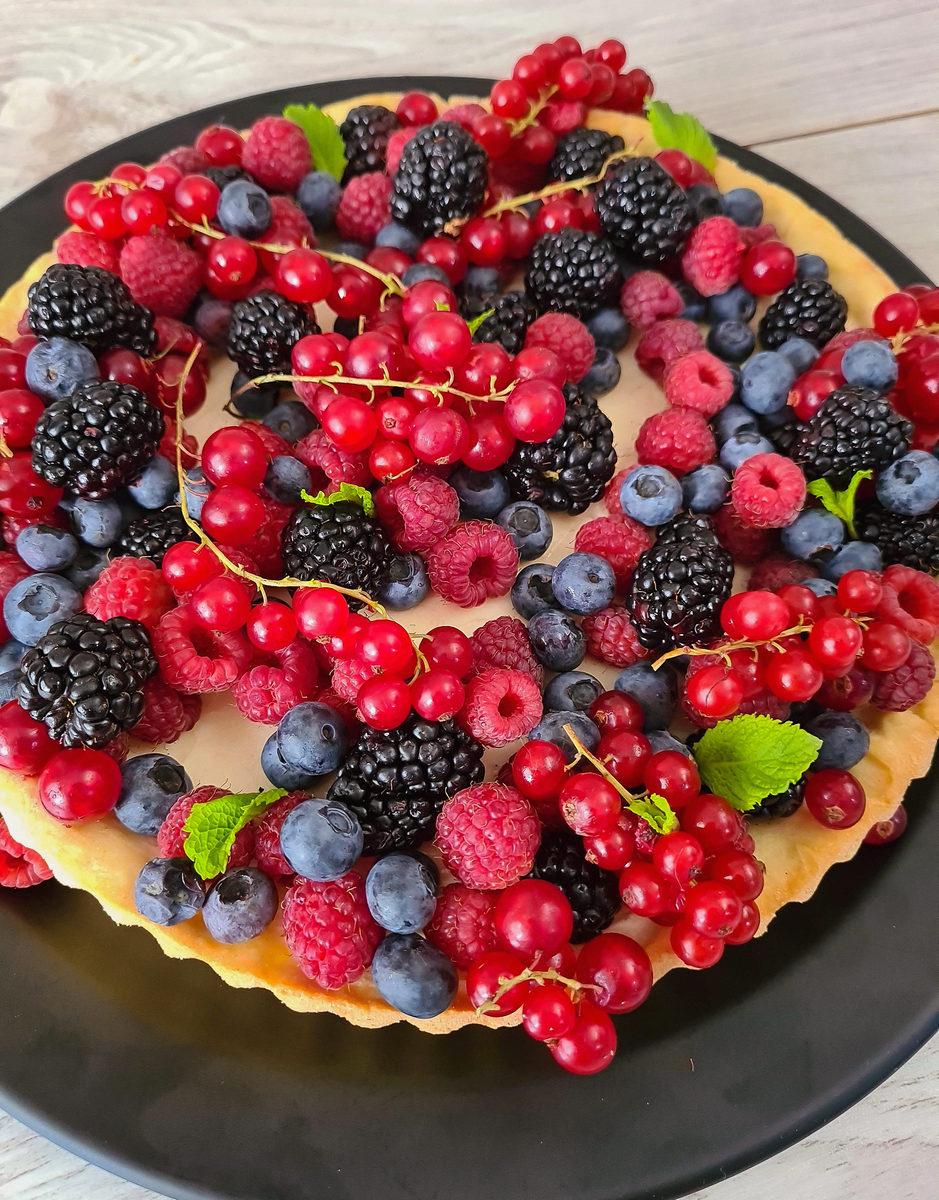 tartă cu vanilie și fructe de pădure