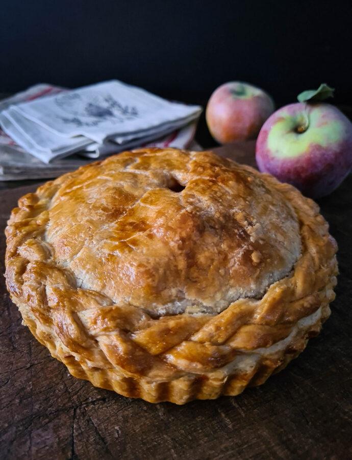 Plăcintă cu mere în aluat fraged