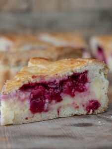 Tartă cu cremă de vanilie și vișine | Gâteau Basque