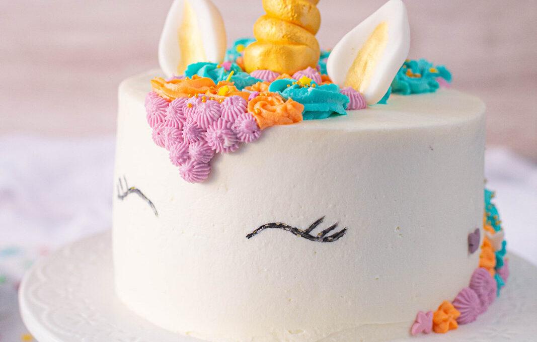 Cum decorezi un tort unicorn
